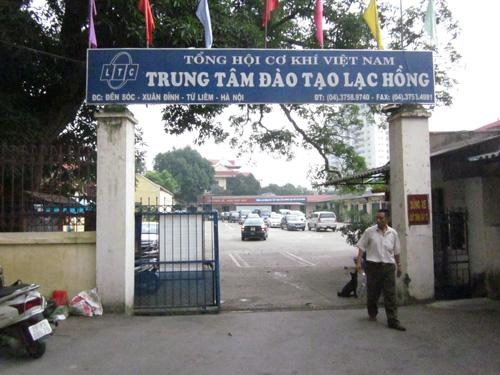 trung-tam-dao-tao-lai-xe-o-to-lac-hong