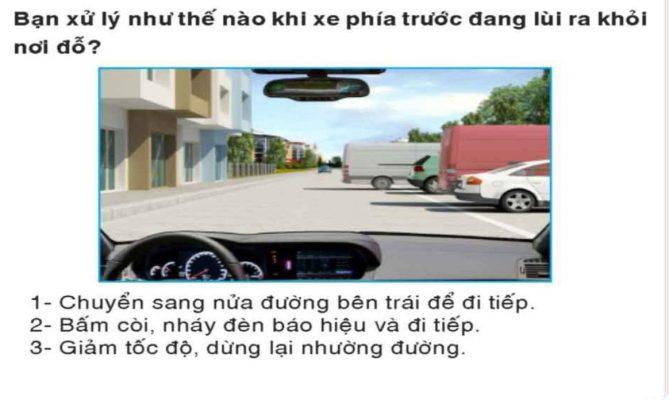 xu-ly-the-nao-khi-gap-xe-dang-lui